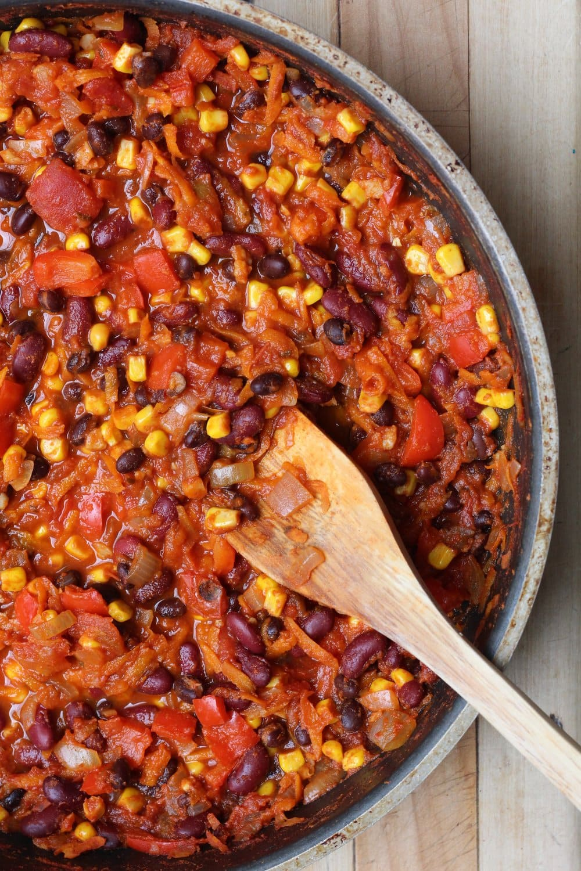 A deep fry-pan with freshly made vegan chili.